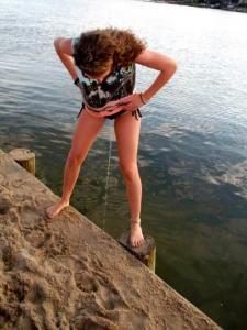 standing peeing through bikini.jpg - Size: 62.93KB, Downloads: 887